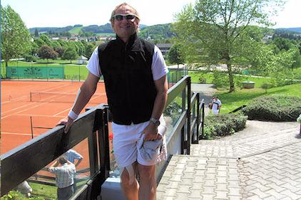 Leidenschaftlicher Tennis-Spieler